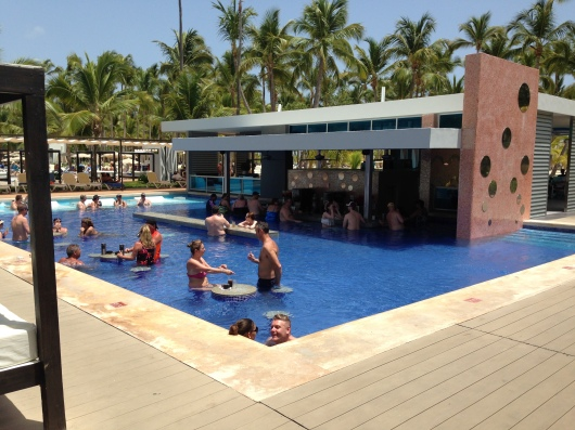 Riu Palace Macao Punta Cana swim up pool bar